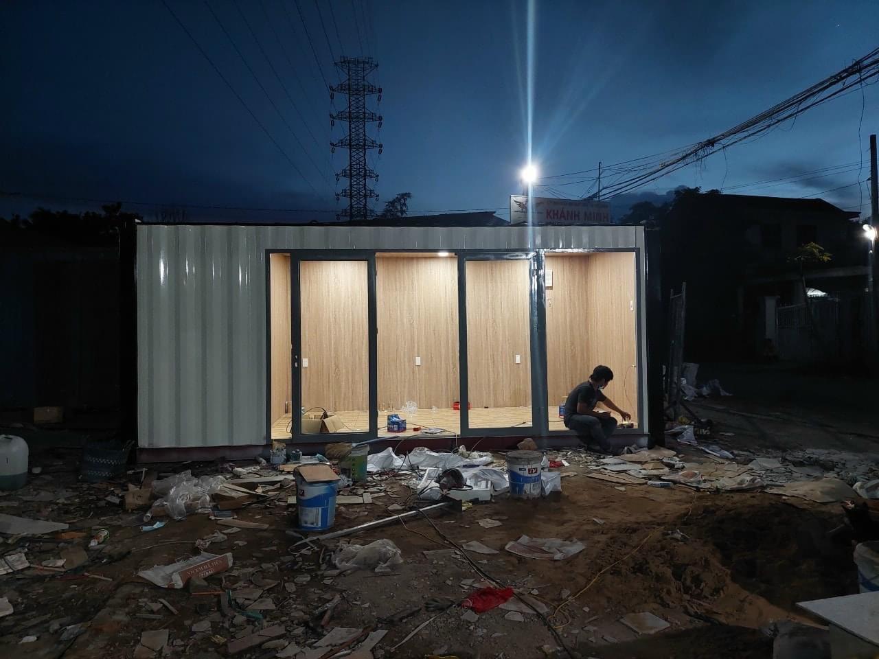 Nhà container 20 feet đang thi công